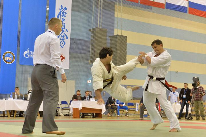 b 805 - За что присуждается победа в кёкусинкай?